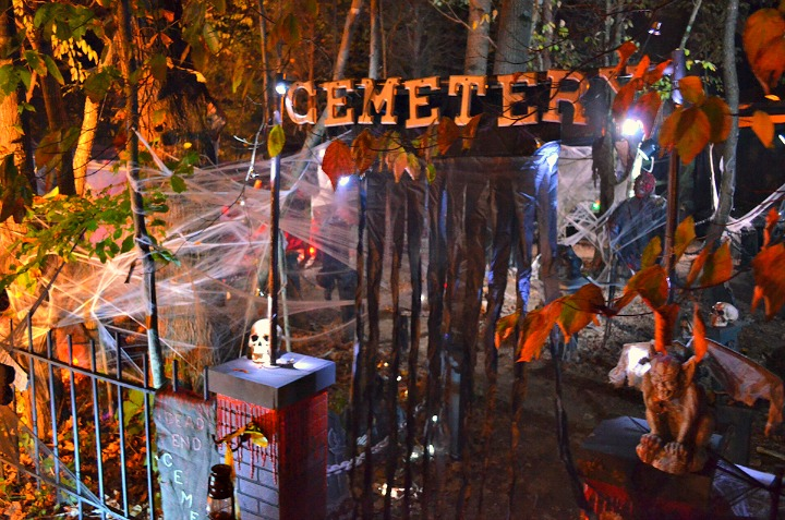site decorating contest at lake rudolph campground and rv resort in santa claus indiana halloween haunts - Halloween Indiana