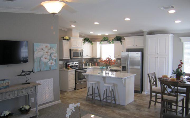 Sun RV - Vacation Homes - kitchen area