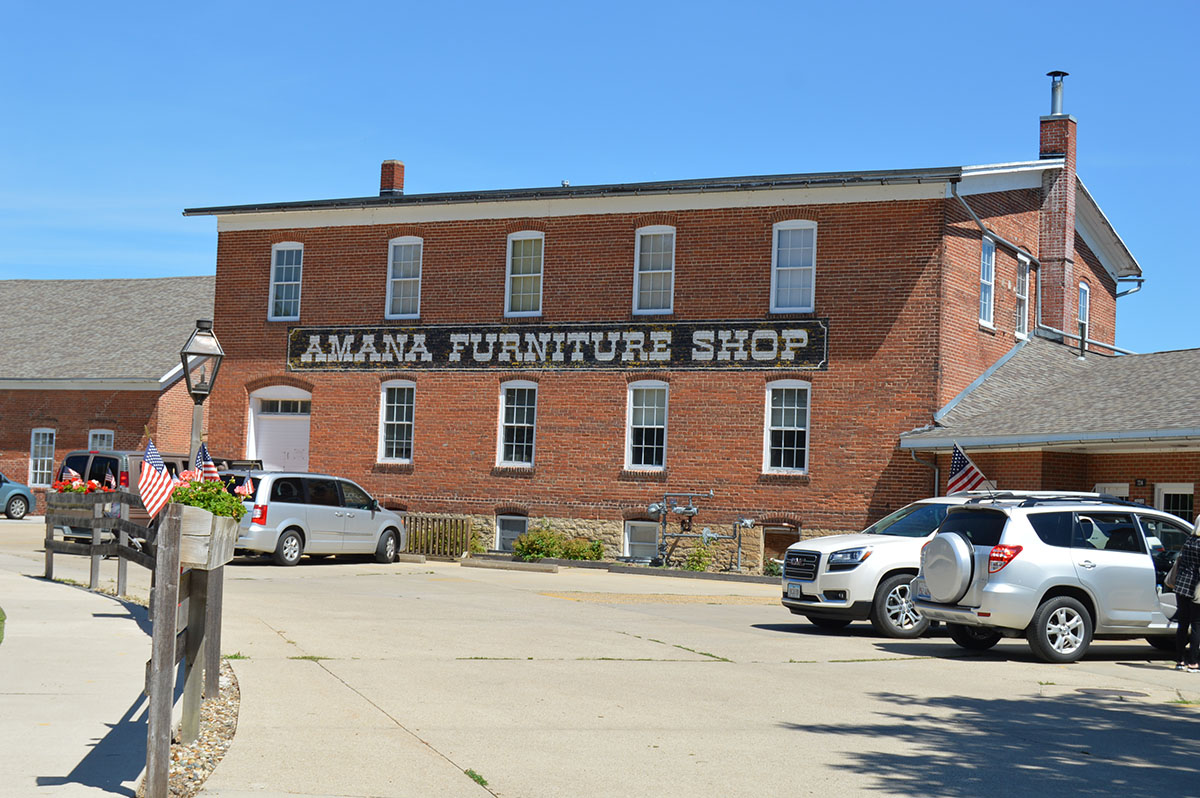 Amana Colonies - Furniture shop