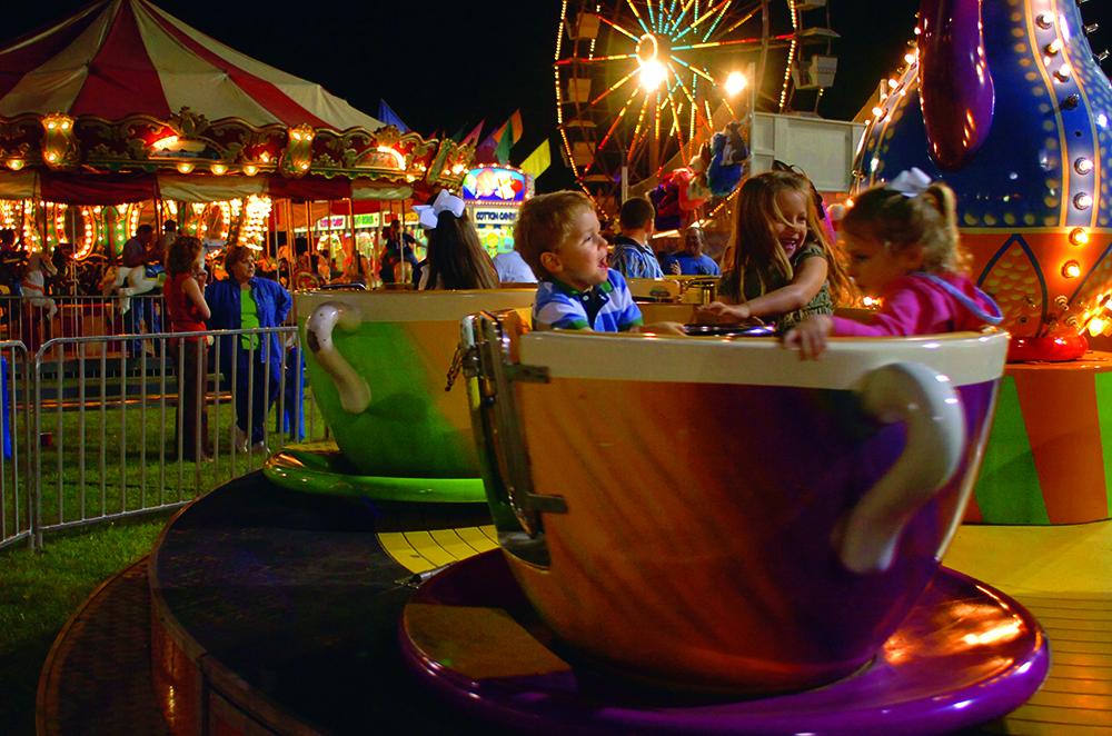 Tangipahoa Parish - fairground rides at night