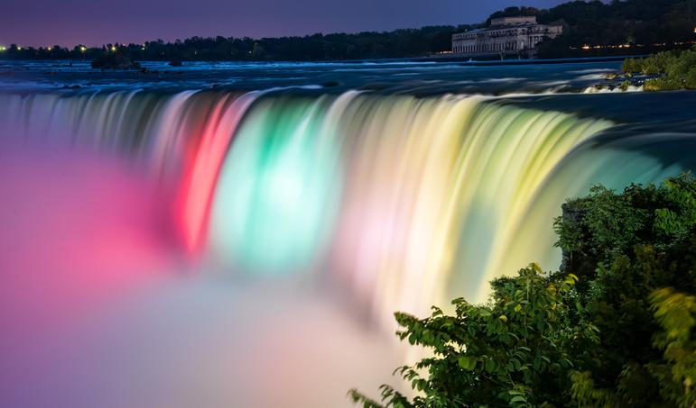 Niagara Falls fetes Canada
