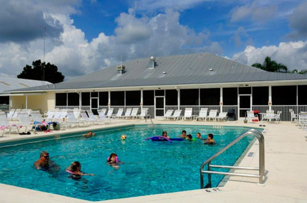 Riverside RV Resort - pool
