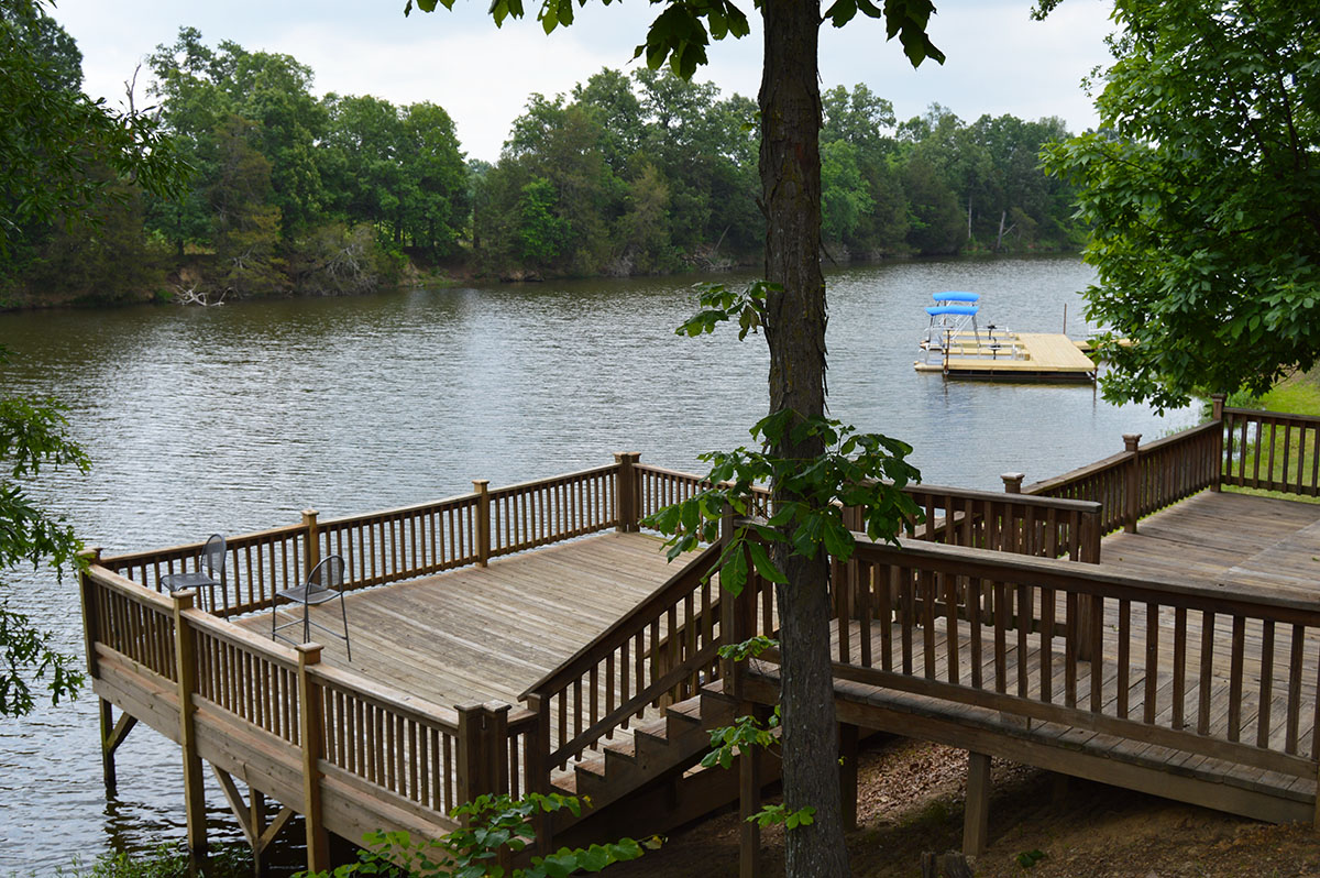 Long Lake Resort & RV Park - deck by the lake