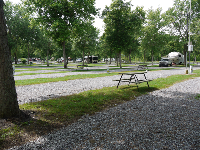 Ripplin' Waters Campground - picnic area