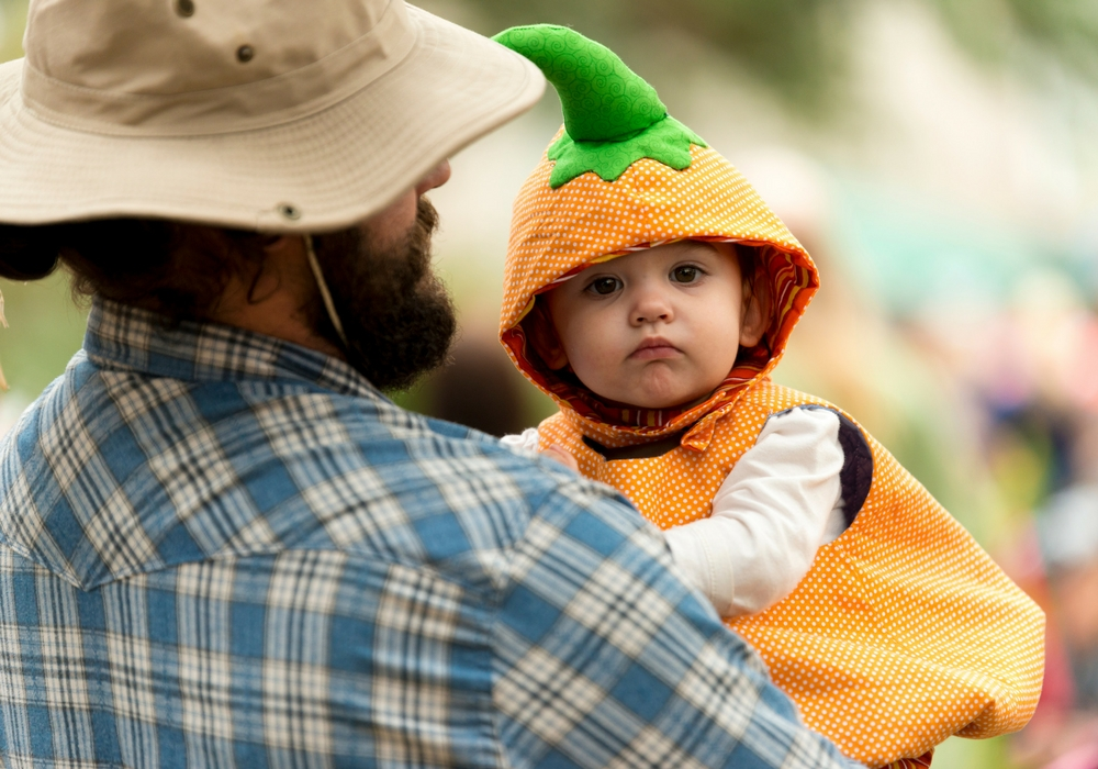 Houma - Best of the Bayou, father and child in pumpkin costume
