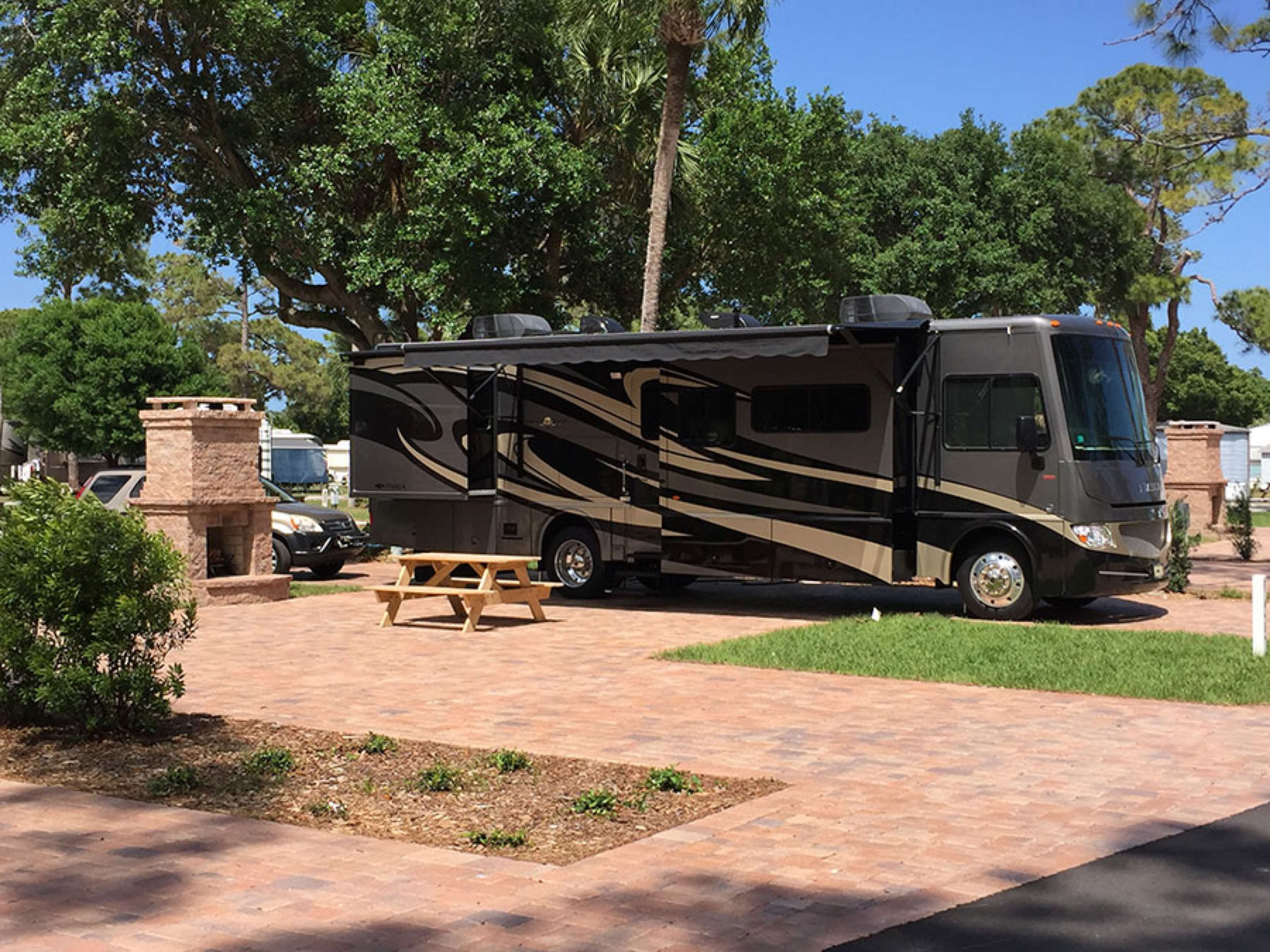 Road Runner Travel Resort - RV site