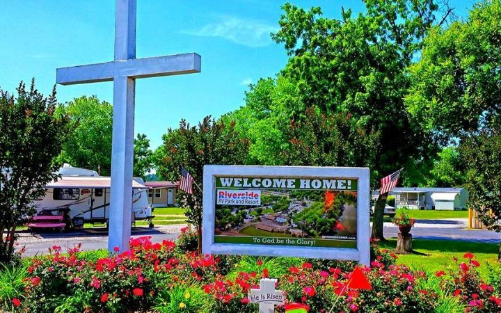 Riverside RV Park & Resort - church services