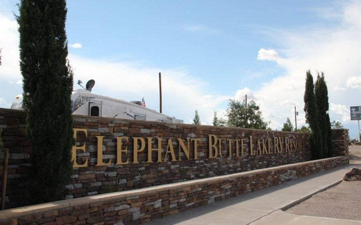 Elephant Butte Lake RV Resort - entrance