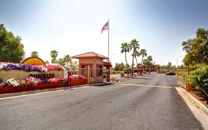 Sunrise RV Resort - entrance