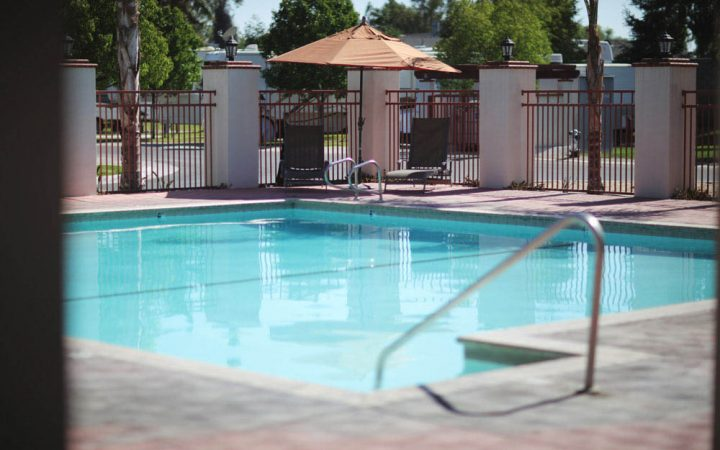 Bakersfield RV Resort - view of pool