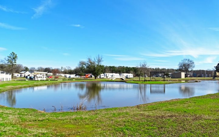 Antique Capital RV Park - fishpond