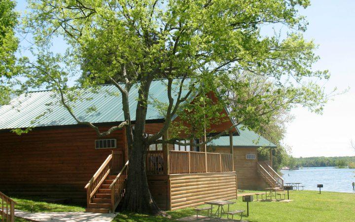 Nashville Shores Lakeside Resort - cabin by the lake