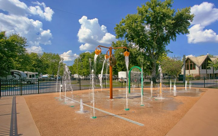 Riveredge RV Park & Log Cabin Rentals - splash pad