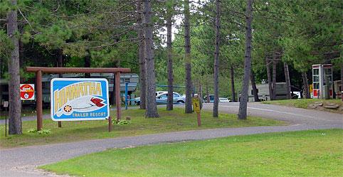 Hiawatha Trailer Resort - entrance