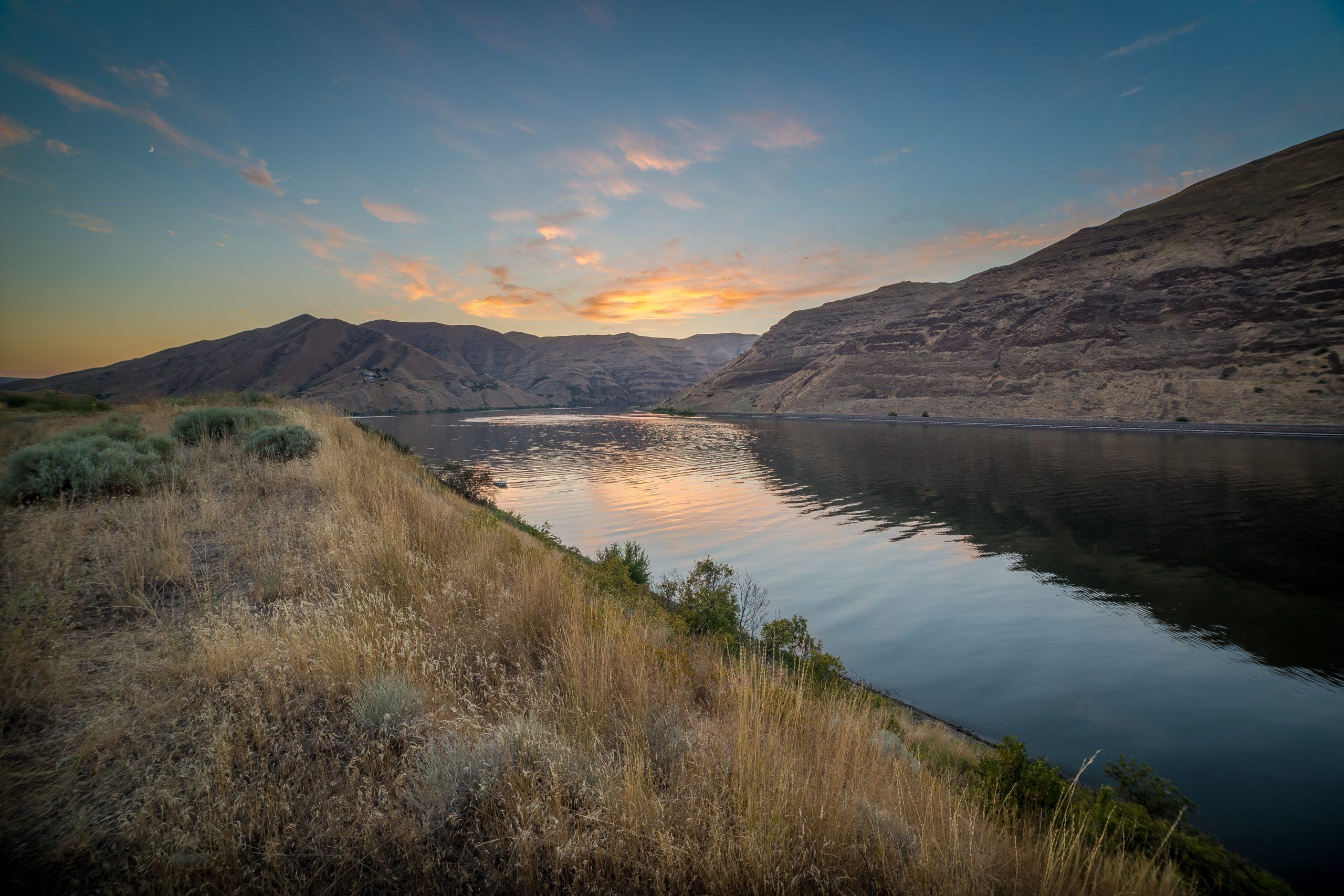Beautiful Hells Canyon showing lake between mountains at dusk