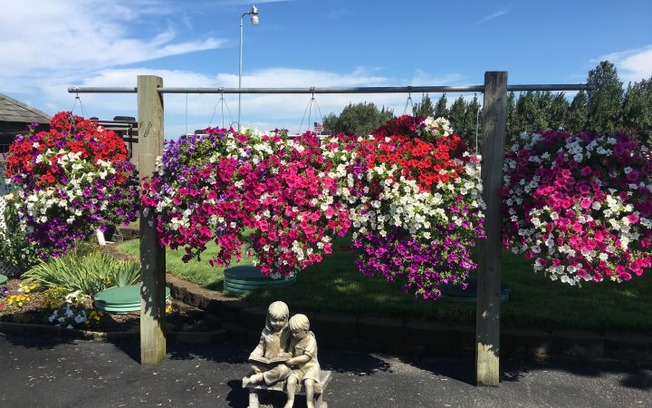 Columbia Riverfront RV Park - gardens