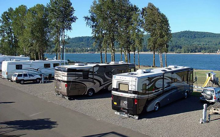 Columbia Riverfront RV Park - RV sites by river