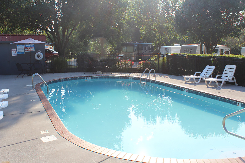 Creekside RV Park - outdoor pool