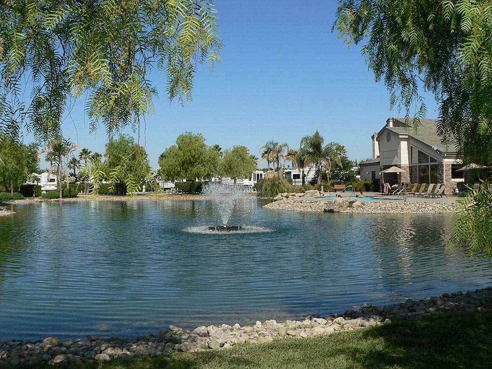 The Lakes RV & Golf Resort - pond and fountain