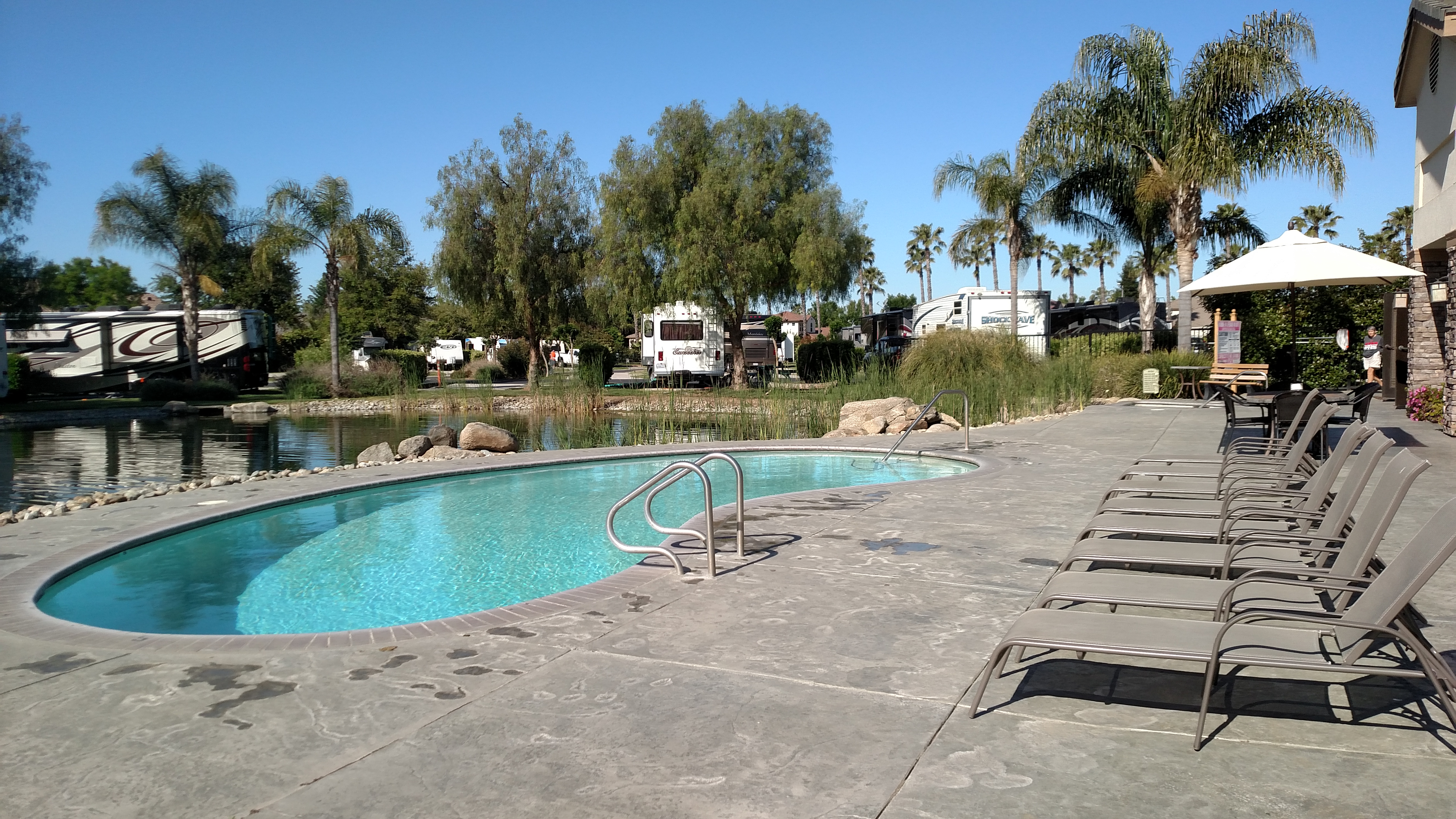 The Lakes RV & Golf Resort - outdoor pool
