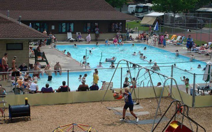 Cross Creek Camping Resort - large outdoor pool