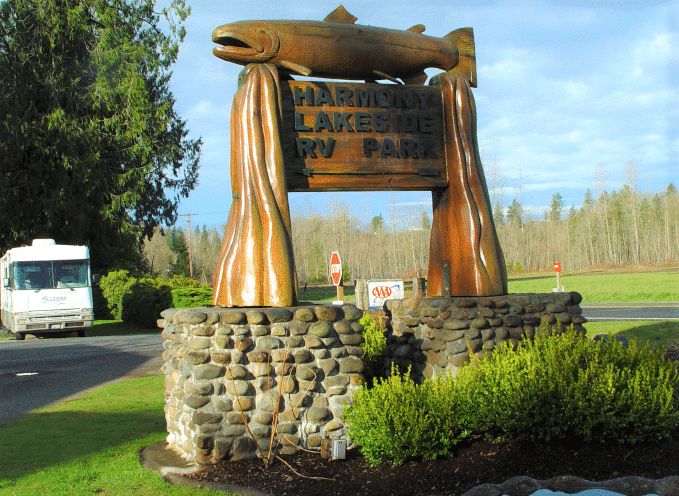 Harmony Lakeside RV and Cabins - entrance sign