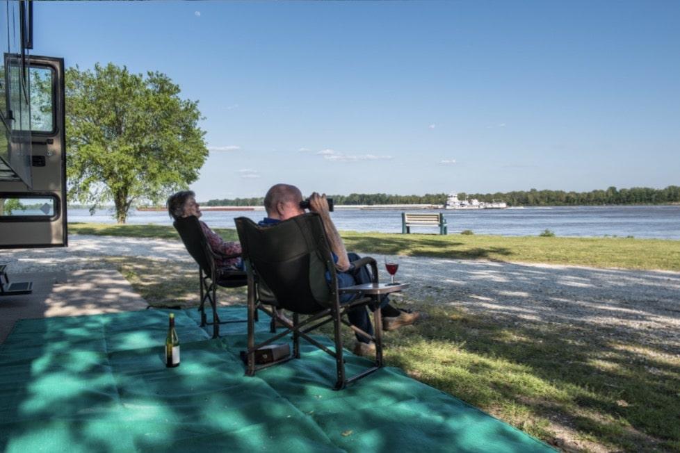 Tom Sawyer's RV Park - site by river
