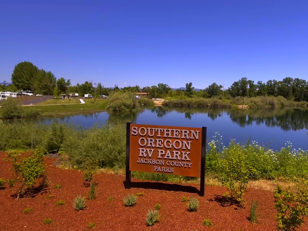 Southern Oregon RV Park - lake & sign