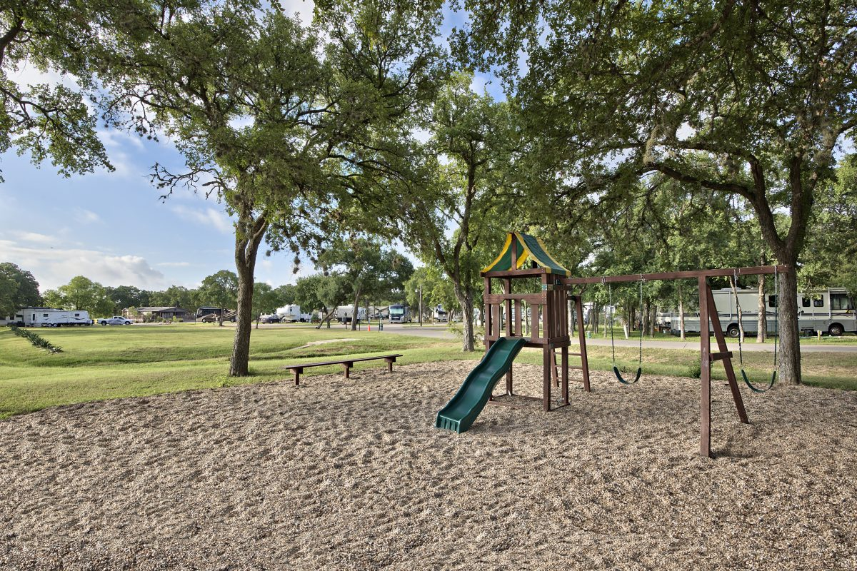 Oak Forest RV Resort - playground
