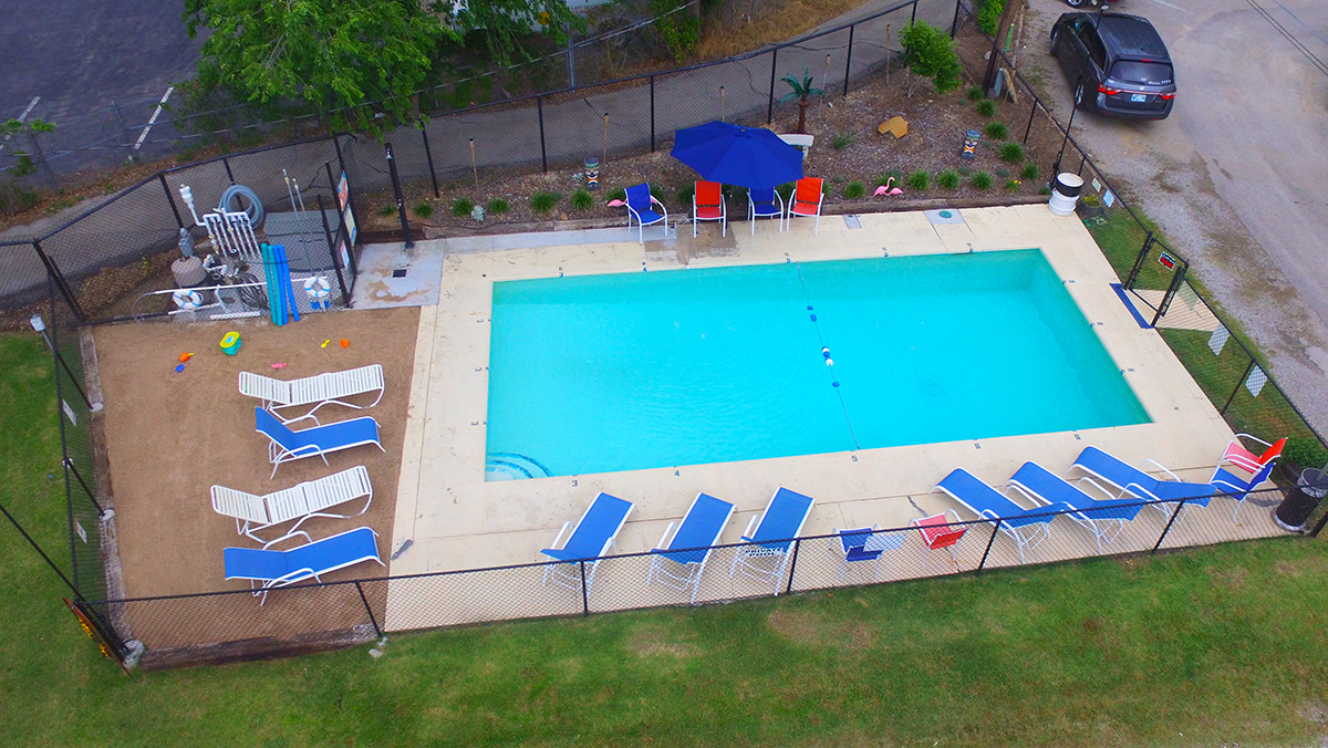 Riverside RV Resort & Campground - swimming pool