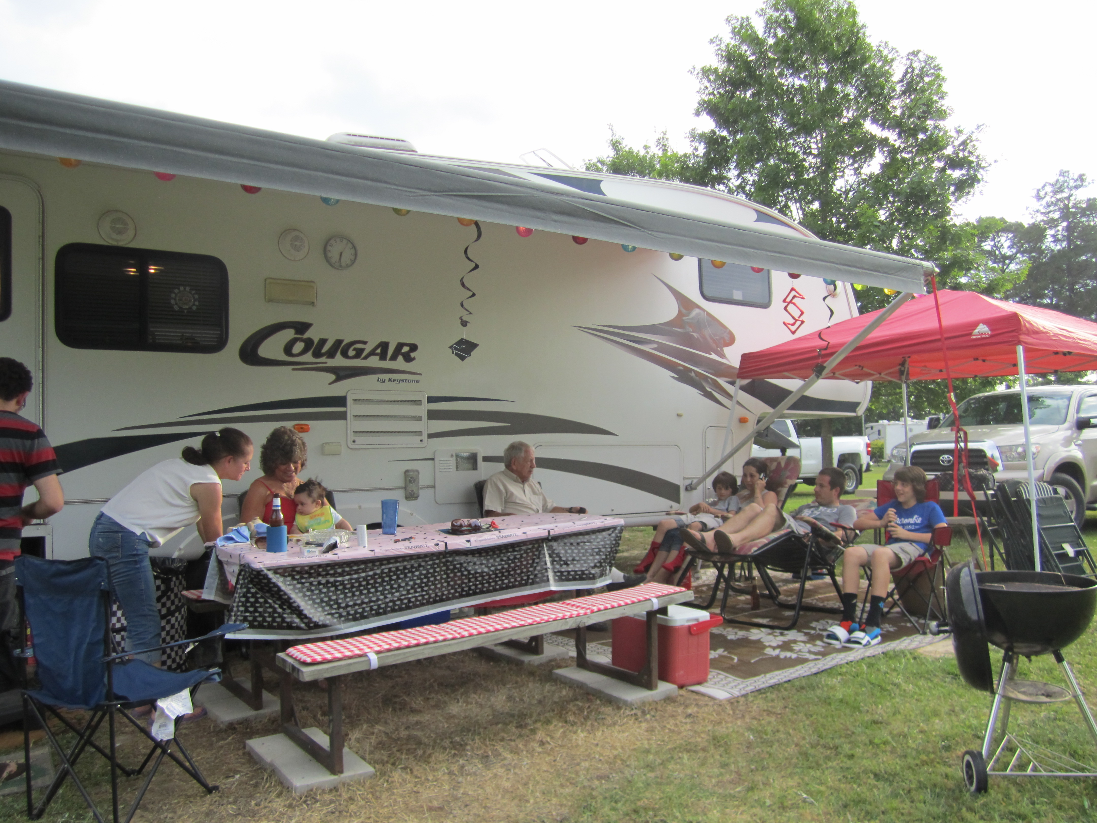 Parkwood RV Park & Cottages - family at site