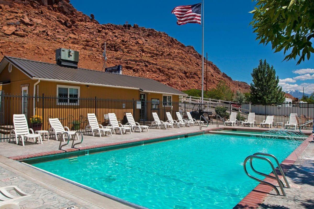Sun RV Resorts - Moab Valley RV Resort - swimming pool