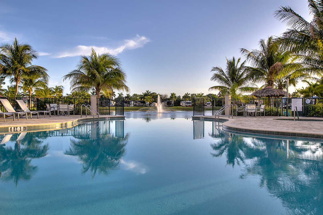 Sunland Naples Motorcoach - swimming pool