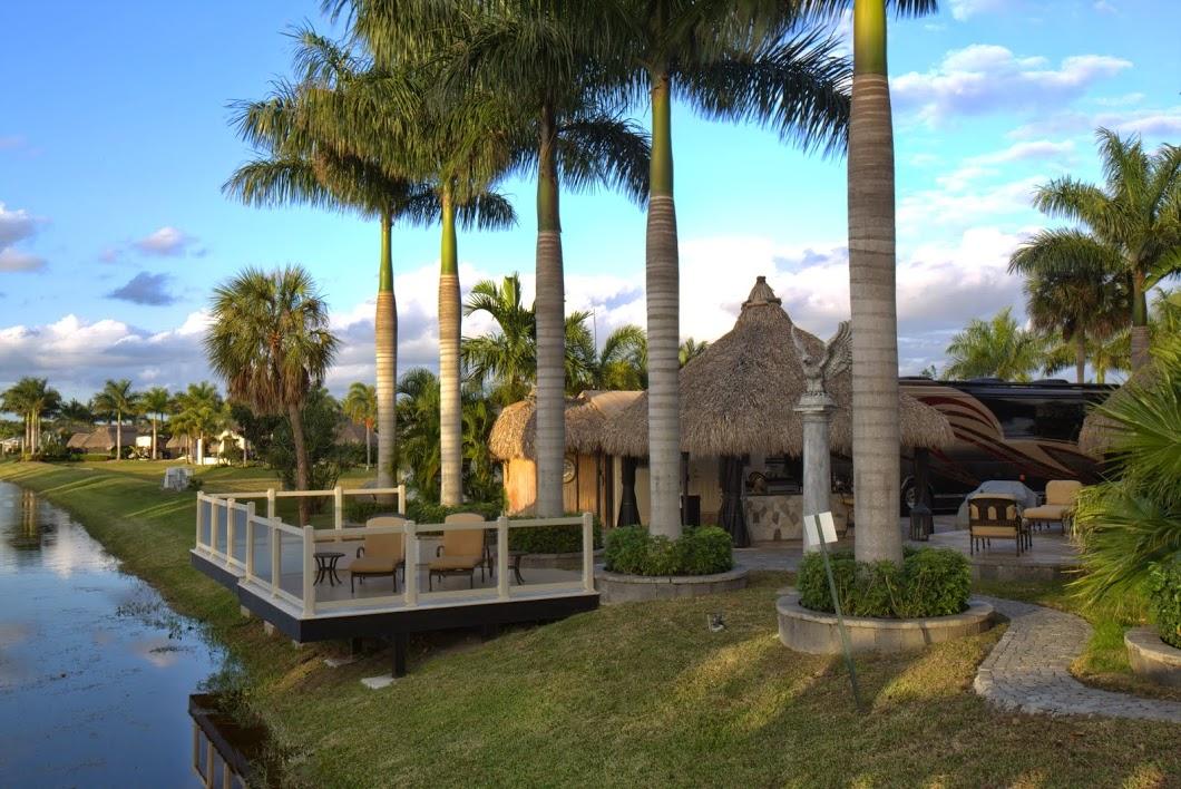 Aztec RV Resort - deck behind a lot
