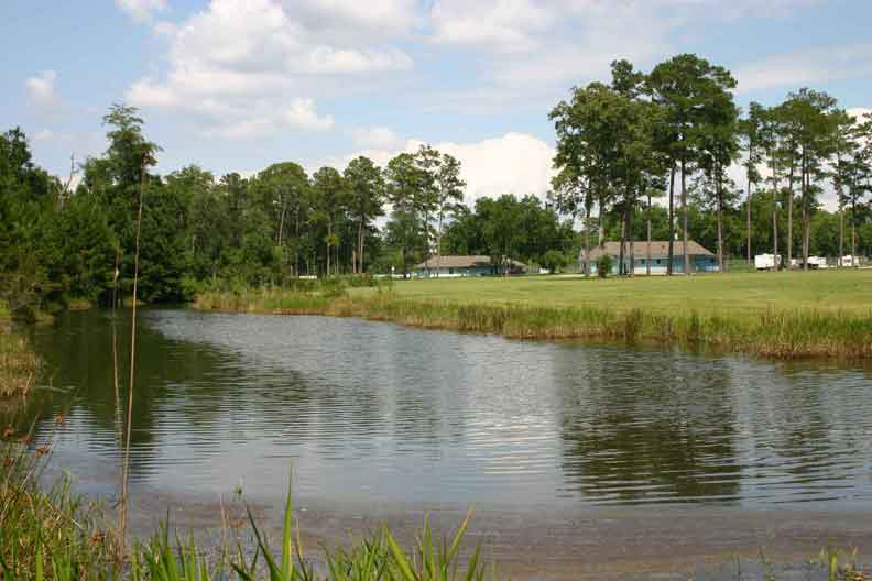 Cecil Bay RV Park - lake