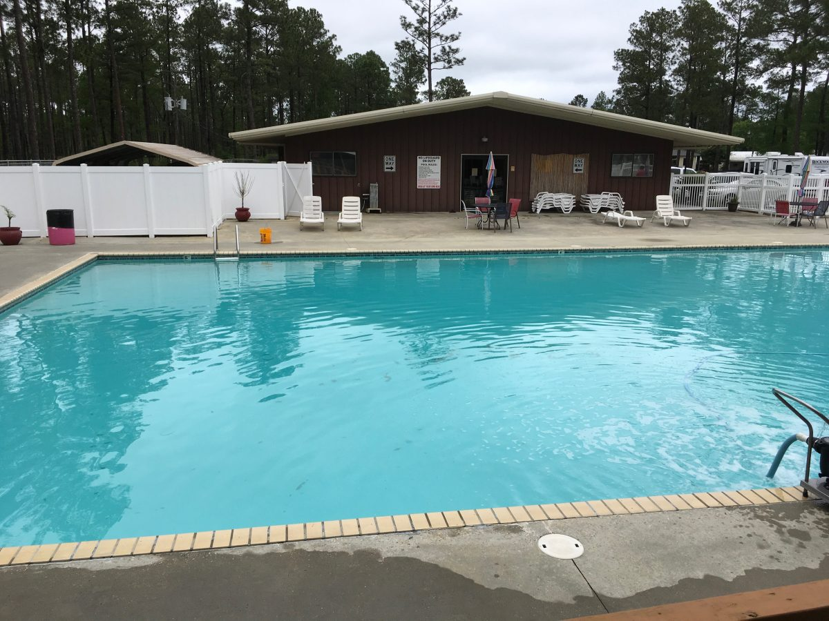 Sun Roamers RV Resort - swimming pool