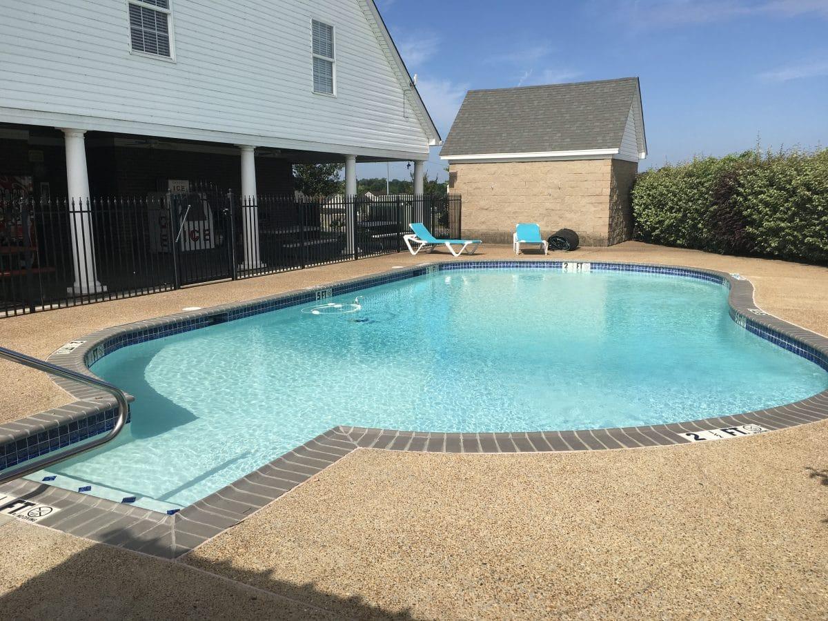 EZ Daze RV Park - swimming pool