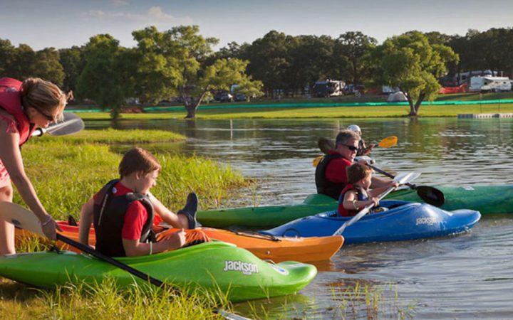 Kayaking on the shoreline of Lake Grapevine