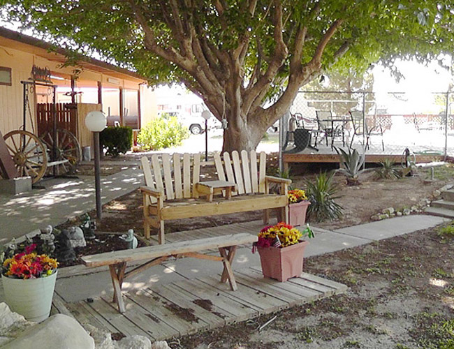 Fort Stockton RV Park - walking path