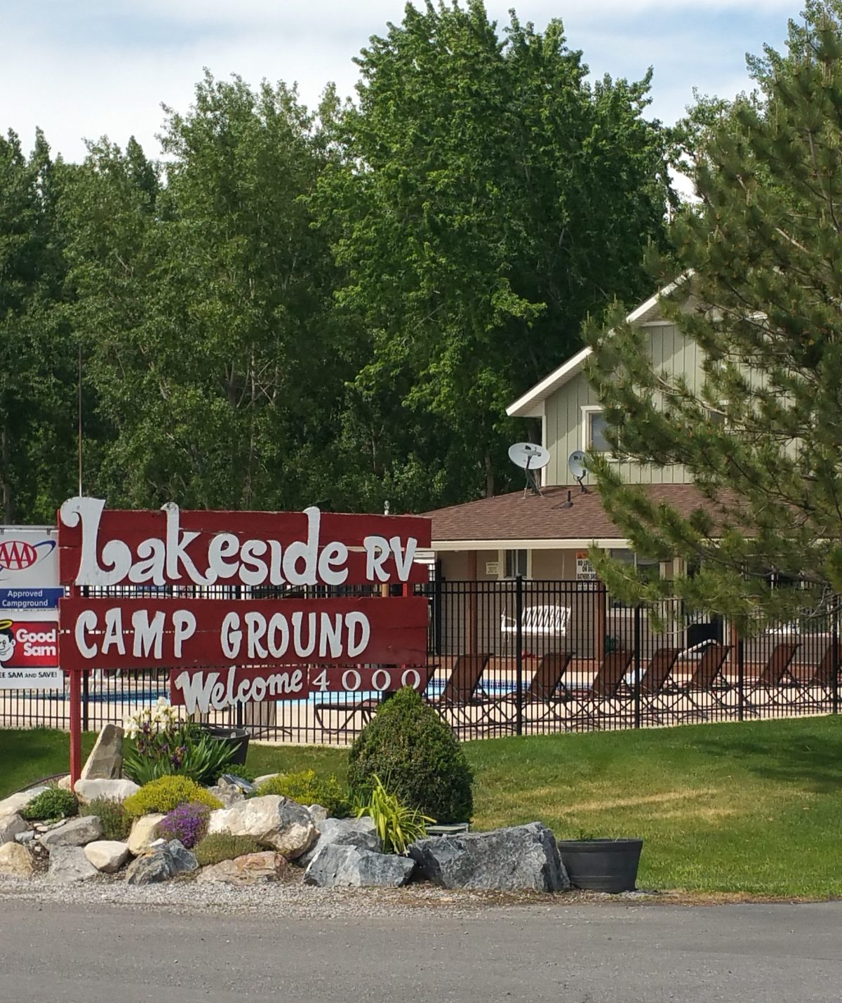 Lakeside RV Campground - entrance sign