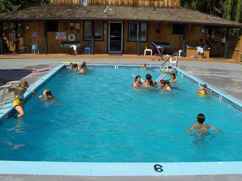 Lakeside RV Campground - swimming pool