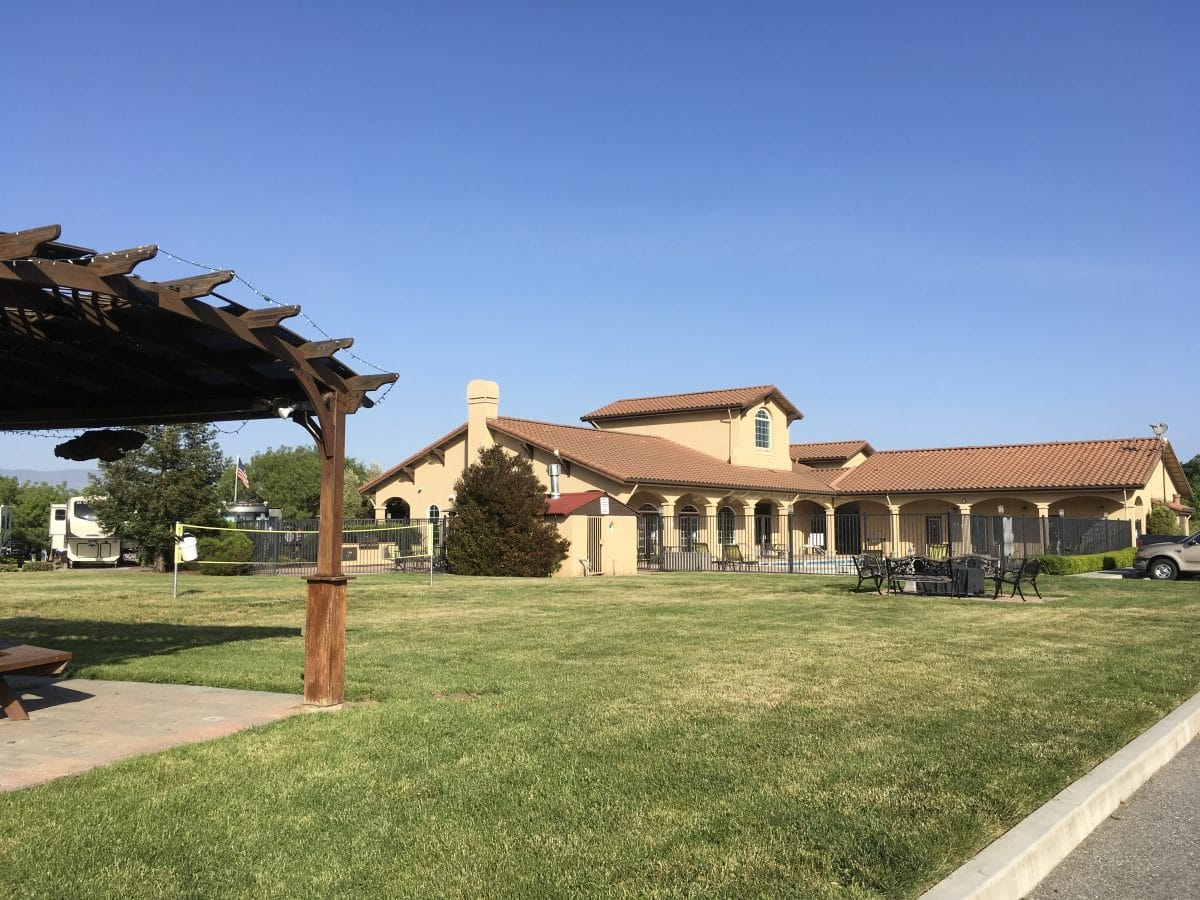 Coyote Valley RV Resort - volleyball, swimming pool & office