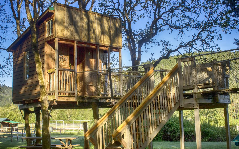 Wooden treehouse in Oregon