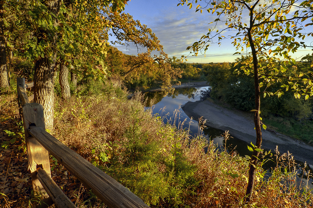 The Big Sioux River passes through the Good Earth State Park.
