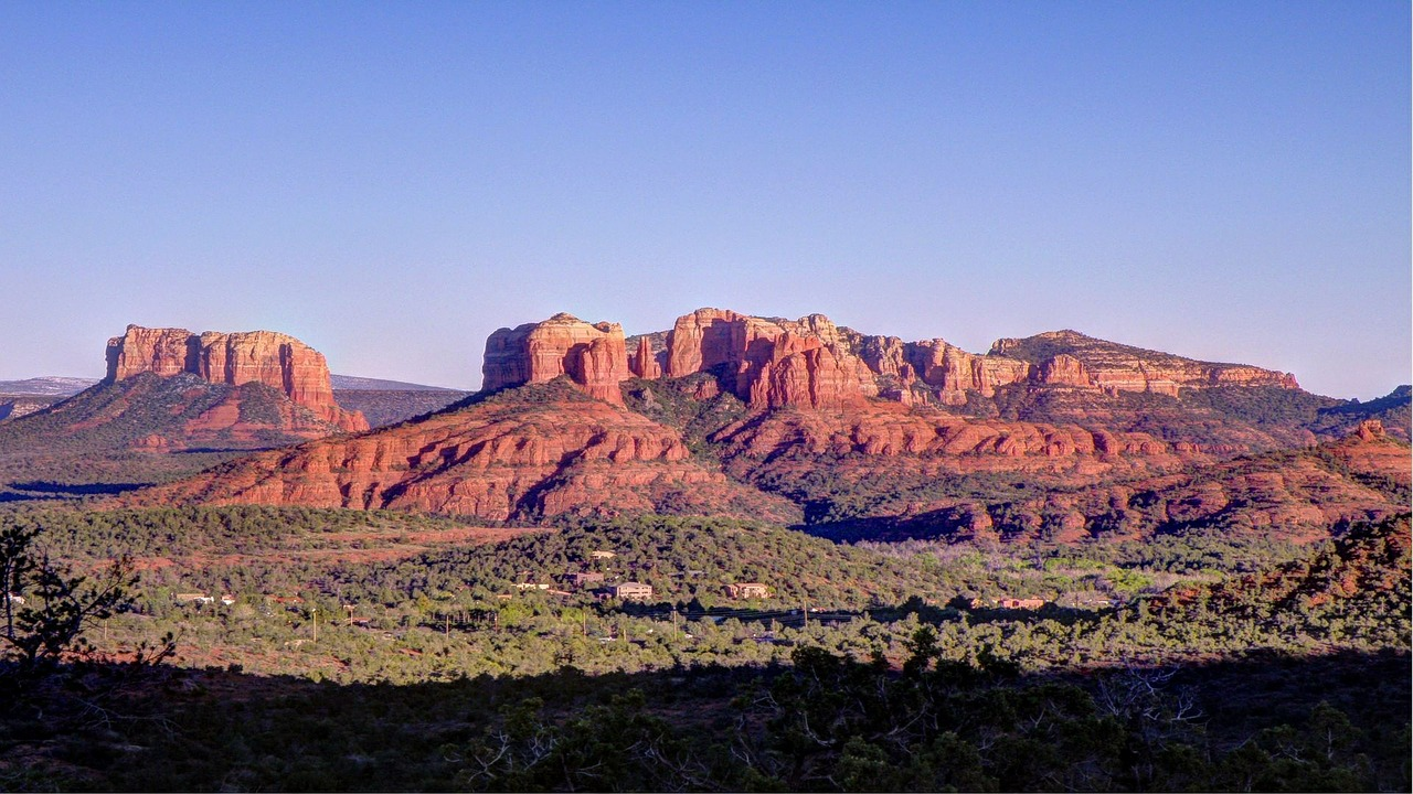 Stark red rock buttes line the horizon outside of Sedona, Arizona.Stark