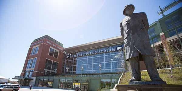 Lambeau Field, Packer's Hall of Fame Vince Lombardi Statue