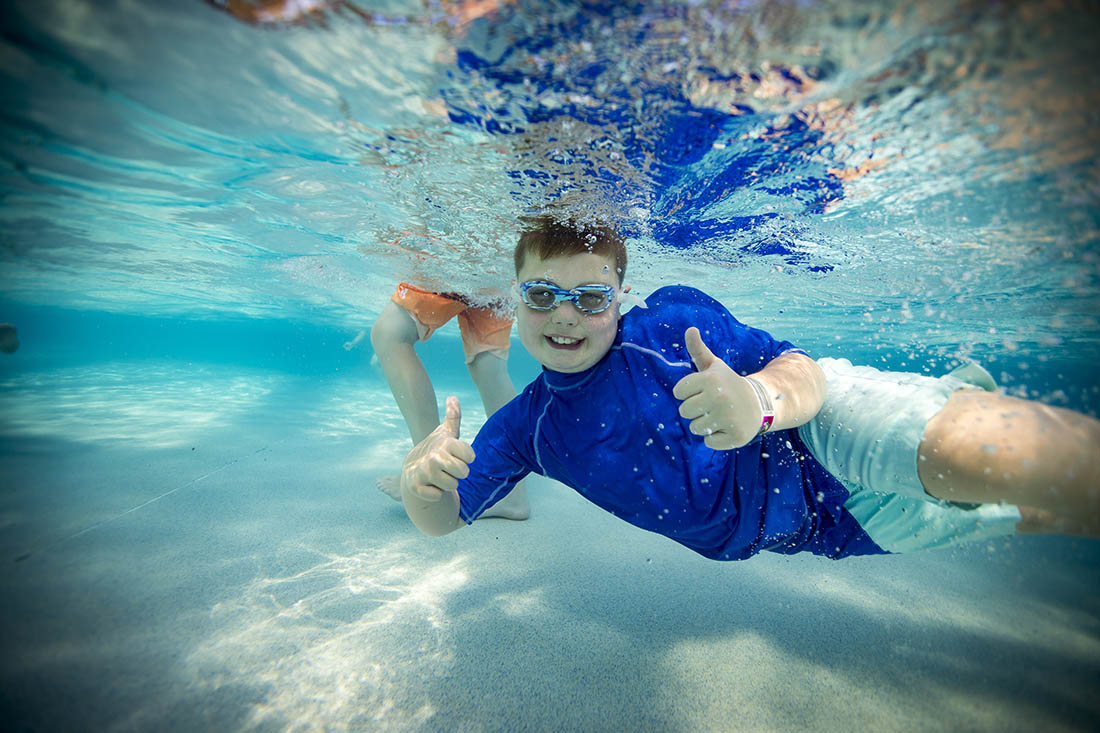 Wisconsin Dells Wilderness Resort and Waterpark, family, Indoor Waterpark, The Great Wave Wave Pool Boy Giving Thumbs Up Underwater at Wilderness Waterpark