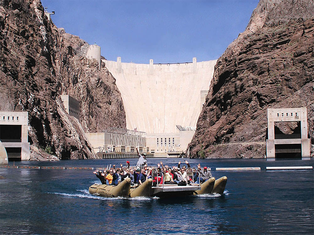 A rafting tour at the bottom of hoover dam