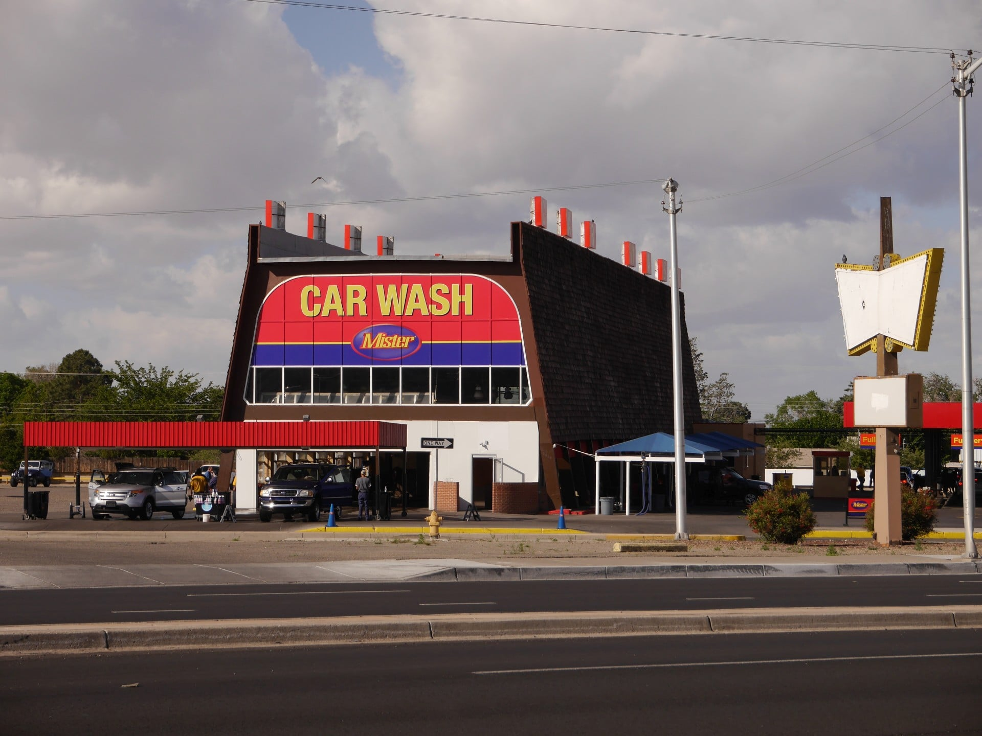 Car wash on busy street