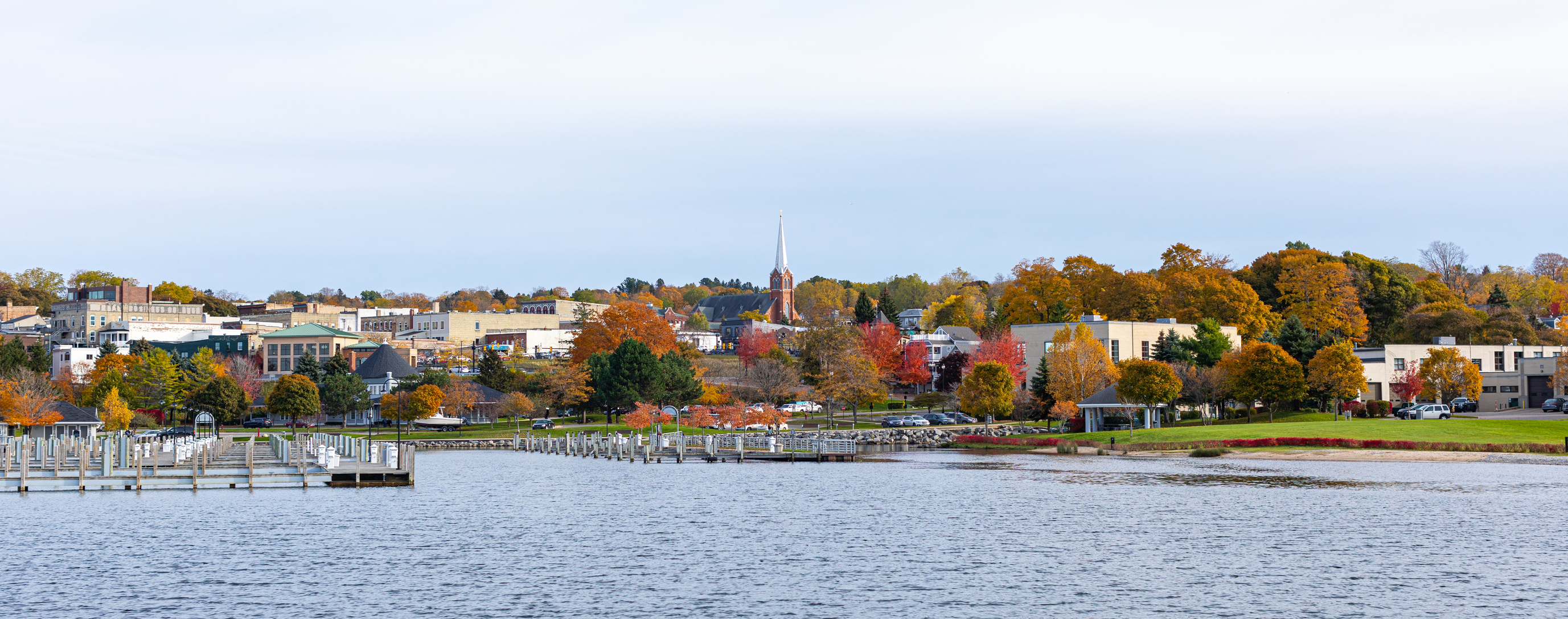 A quaint city on teh shores of a lake.